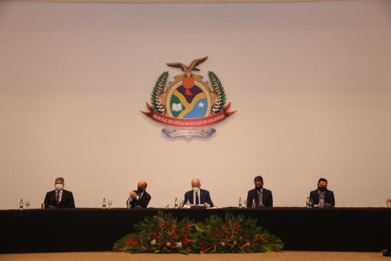 TCE encerra programação de aniversário com entrega de certificados a prefeitos do AM