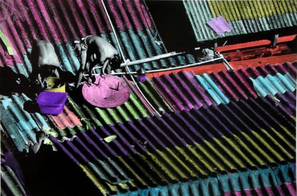 Exposição retrata centro de Manaus em fotos colorizadas à mão