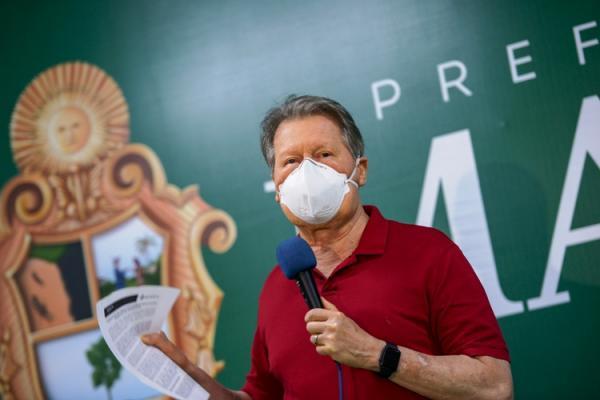 Prefeito de Manaus critica Bolsonaro por se negar a comprar vacina contra a Covid-19