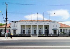 Leilão da sede do Rio Negro e venda de outros prédios tradicionais entram na mira do MP/AM