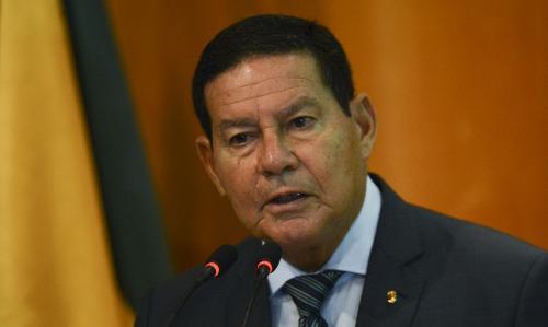 Mourão contradiz Bolsonaro e diz que governo vai comprar vacina chinesa contra Covid-19