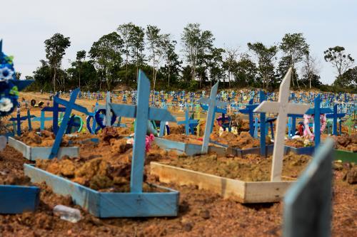 Brasil chega ao Dia de Finados com mais 160 mil mortos por Covid-19