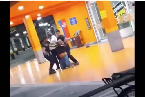 Homem negro é espancado até a morte por dois seguranças do Carrefour