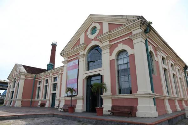 Exposição 'UrbeManaus' leva obras de artistas ao Centro Cultural Usina Chaminé