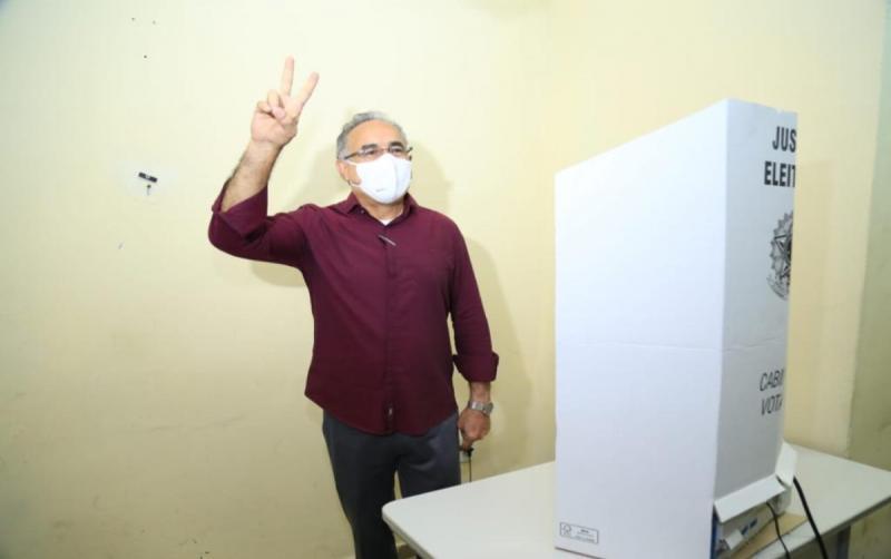 Com apoio de forças como Ciro Gomes, Edmilson vota confiante na vitória em Belém