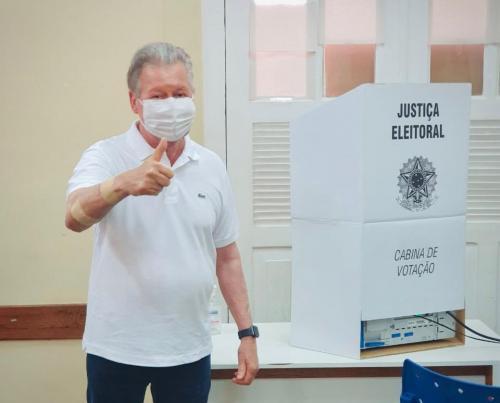 'Espero continuidade das melhorias para Manaus', diz Arthur Neto ao votar sobre escolha de novo prefeito