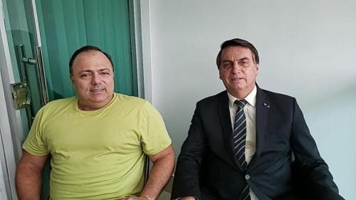 No primeiro dia do ano, Bolsonaro volta a provocar aglomeração e diz que máscara é uma 'ficção'