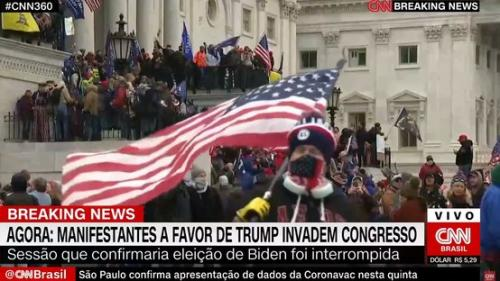 Apoiadores de Trump invadem Congresso dos EUA contra vitória de Biden