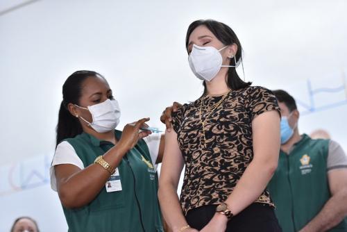 Prefeitura de Manaus vacina profissionais de nove unidades de saúde neste sábado (23)