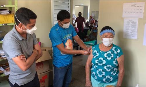 Em Maués, idosos a partir de 75 anos começam a ser vacinados contra a Covid