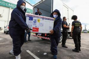 Juíza  diz que vacinas para o interior estão liberadas e que suspensão em Manaus é temporária