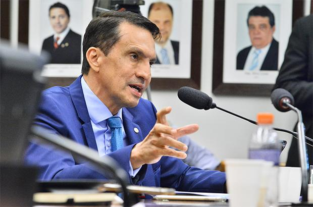Deputado do AM quer 12 parcelas de auxílio emergencial no país