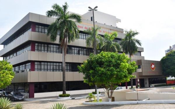 MP/AM pede afastamento do prefeito de Manaus, secretária de Saúde e mais dez médicos