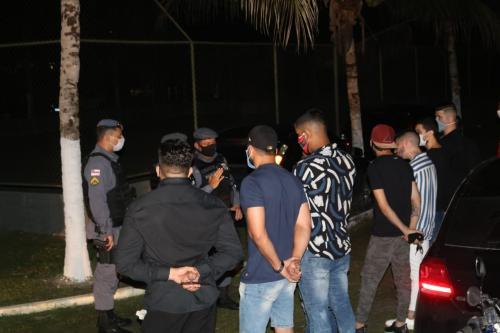 Festa de aniversário clandestina com 50 pessoas é encerrada no Tarumã