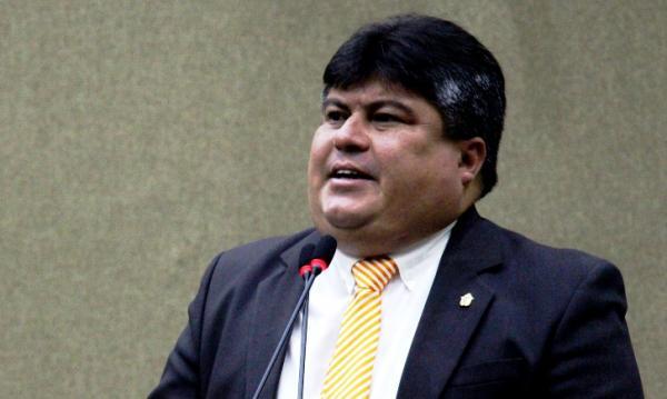 Presidente da Câmara de Manaus foi o que mais gastou verba do 'cotão', durante recesso