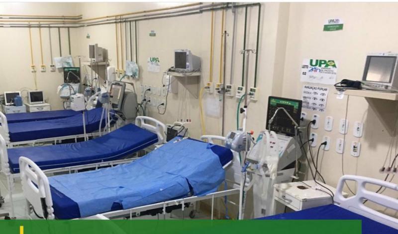 Foto mostra sala vermelha da UPA 24h de Santarém vazia, sem pacientes graves