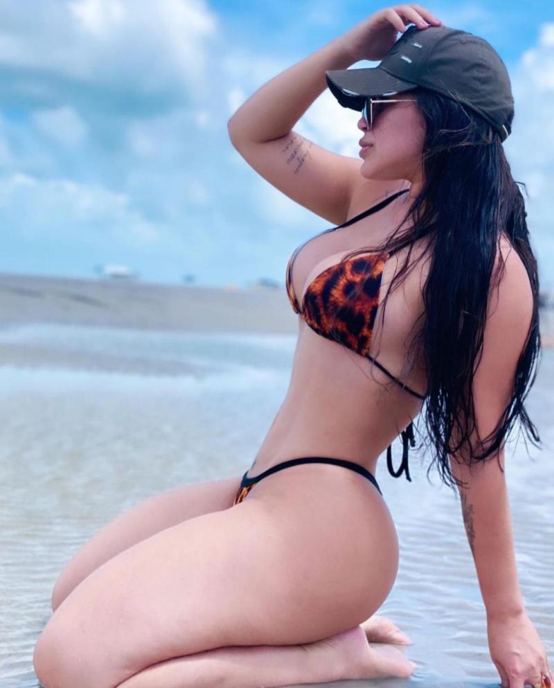 Influencer Chrys Mandú exibe 'corpão' em praia de Salinas, no Pará