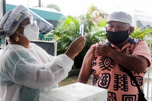 Manaus começa a vacinar idosos de 65 a 69 anos nas comunidades rurais e rodoviárias
