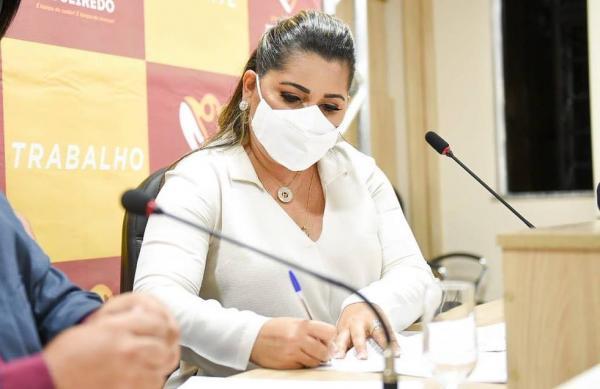 Prefeita de Figueiredo quer pagar R$ 2 mil a enfermeiro e R$ 1,2 mil para técnico em enfermagem e Coren repudia