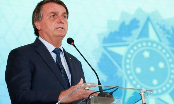 Bolsonaro confirma troca de seis ministros e anuncia novos titulares