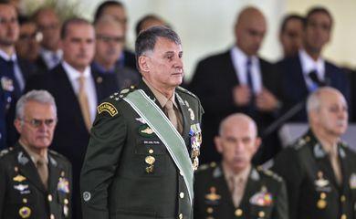 Após Bolsonaro demitir ministro da Defesa, comandantes militares colocam cargos à disposição