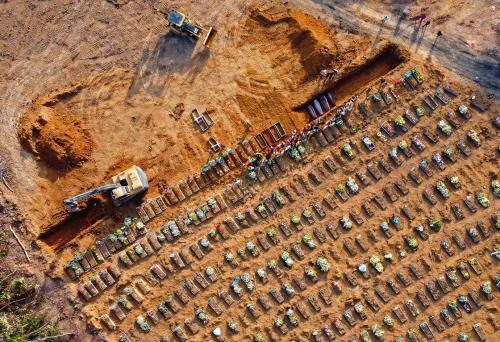 Em novo recorde, Brasil registra 3.780 mortes por covid em 24h