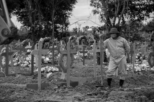 Brasil encerra março com recorde de 3.950 mortes pela Covid em 24h