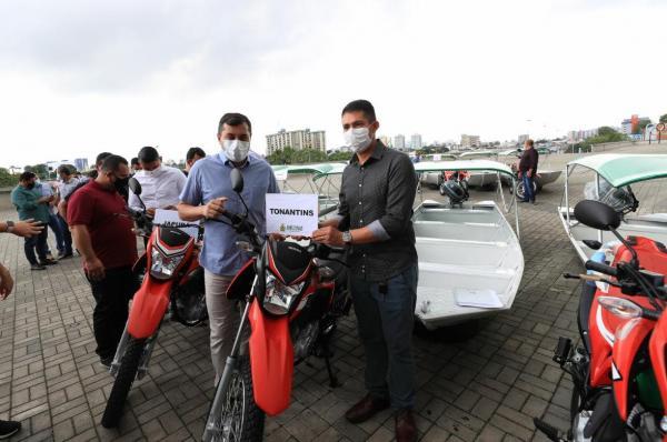 Governador do AM entrega motocicletas e embarcações para reforçar ações de combate à malária no interior