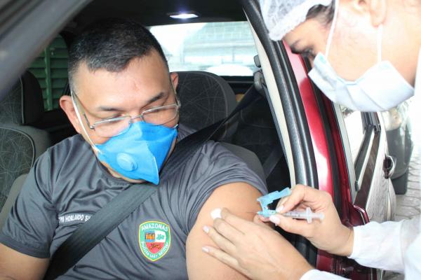 Vacinação contra Covid-19 atinge 67% da meta em profissionais da segurança em Manaus