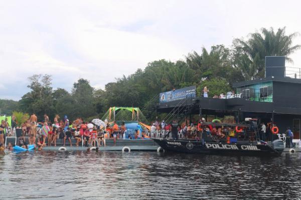 Com aglomerações, flutuantes são interditados em Manaus