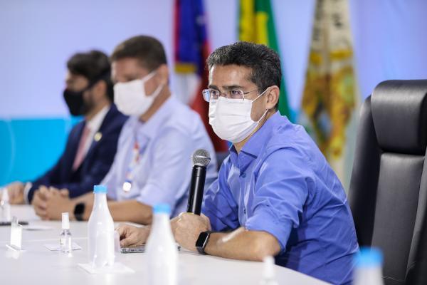 Prefeito de Manaus quer vacinar professores, garis, motoboys, motoristas e cobradores de ônibus