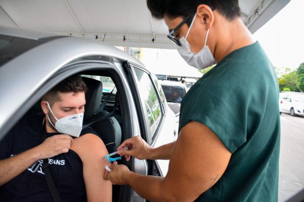 Manaus suspende aplicação da 1ª dose de vacina contra a Covid