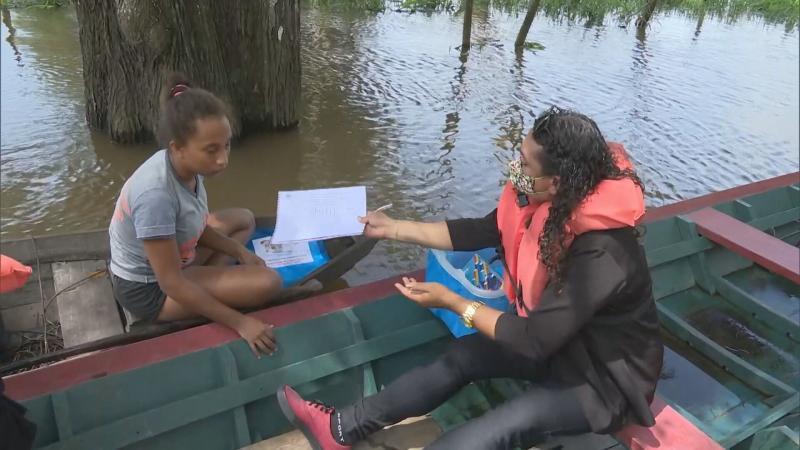 Fantástico vai mostrar professores de Santarém que desafiam cheia dos rios e pandemia para ensinar