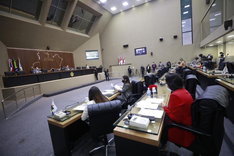 PEC que proíbe contratos entre empresas de políticos e seus parentes não avança na ALE/AM