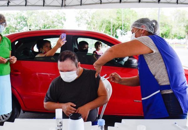 Manaus abre cadastro para vacinação de PcD e trabalhadores da educação