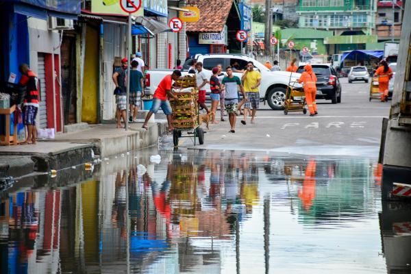 Prefeito decreta situação de emergência em Manaus devido à cheia do rio Negro