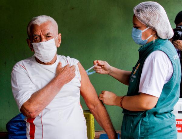 Manaus vacina público de 55 a 59 anos com comorbidades, neste sábado (08)