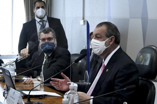 Ernesto Araújo diz que nunca fez declaração anti-china e Omar interrompe: 'fez várias'