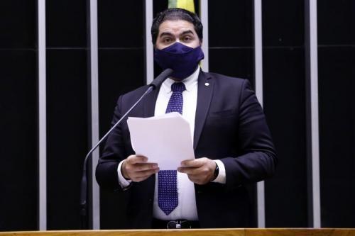 Câmara aprova MP que eleva salário mínimo para R$ 1.100 em janeiro