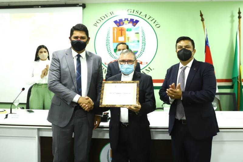 Bispo Dom Giuliano Frigeni recebe Título de Cidadão Parintinense