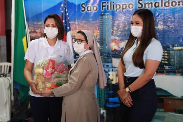 Taiana Lima e Michelle Bolsonaro visitam instituições sociais do Amazonas