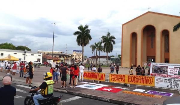 Em Parintins, manifestantes protestam contra Bolsonaro e pedem 'Impeachment Já'