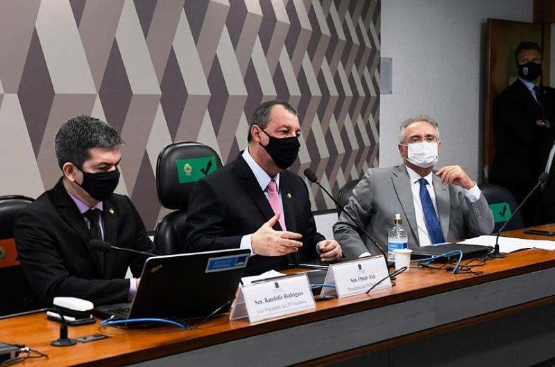 'Anúncio de Bolsonaro sobre vacinas veio com atraso fatal e doloroso', afirma CPI