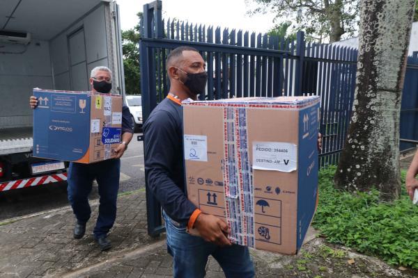 Remessa com 9.360 doses de vacinas Pfizer chega ao Amazonas