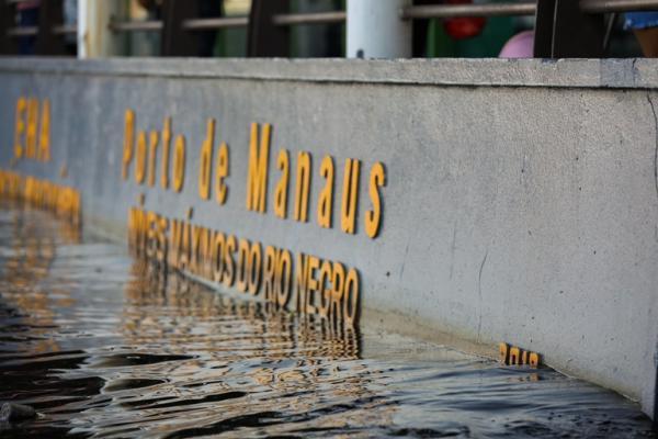 Rio Negro atinge 30 metros em Manaus, pela primeira vez na história