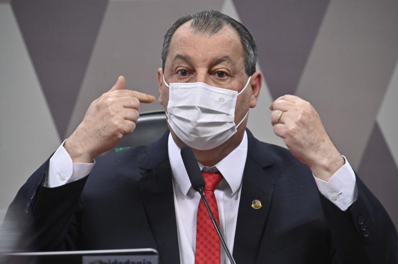 Omar diz que Bolsonaro repetiu omissão, após onda de violência no Amazonas