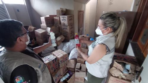 Vigilância Sanitária apreende uma tonelada de alimentos e produtos de limpeza, em Parintins