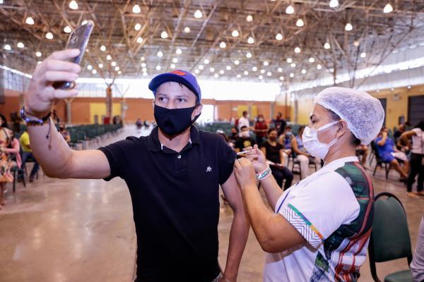 Manaus abre vacinação contra Covid para jovens de 19 anos nesta sexta (16)