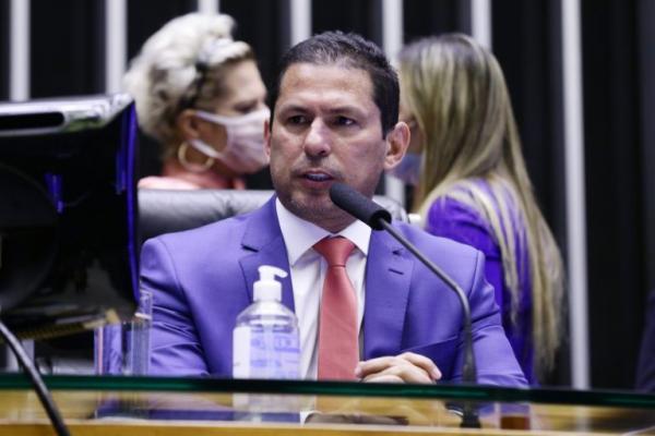 Marcelo Ramos rebate Bolsonaro sobre 'fundão': 'quem votou a favor foram os filhos dele'