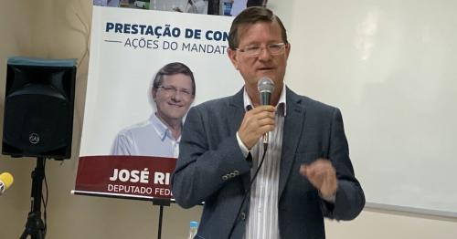 Zé Ricardo rebate campanha difamatória em outdoors, em Manaus